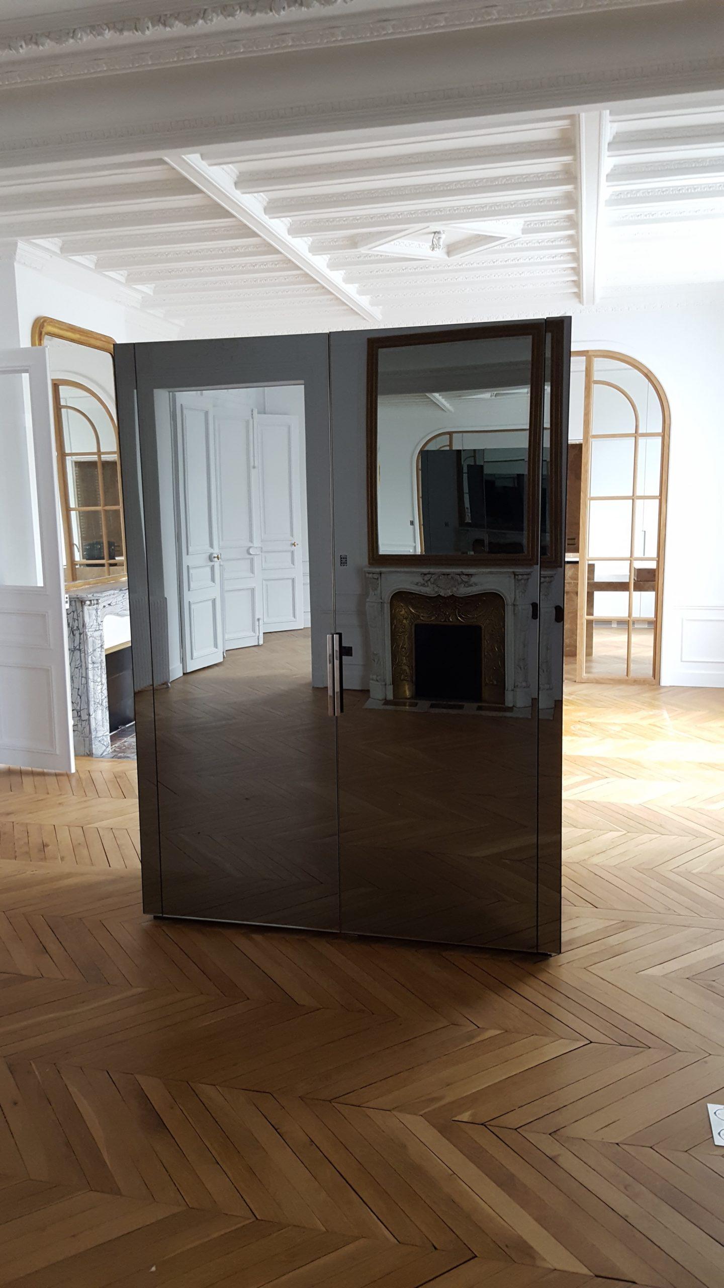 Armoire vitrée fermée
