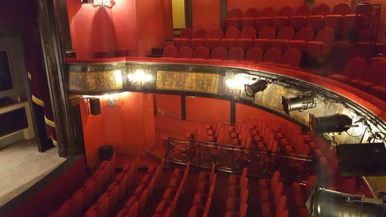 Vue des balcons d'une salle de théâtre