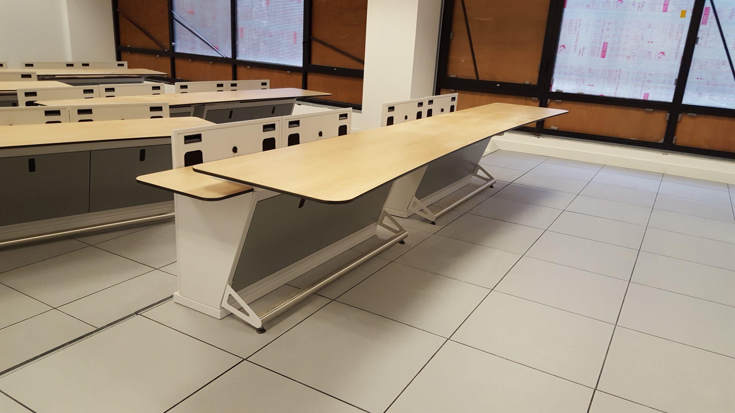 Vue sur différents mobiliers de bureau