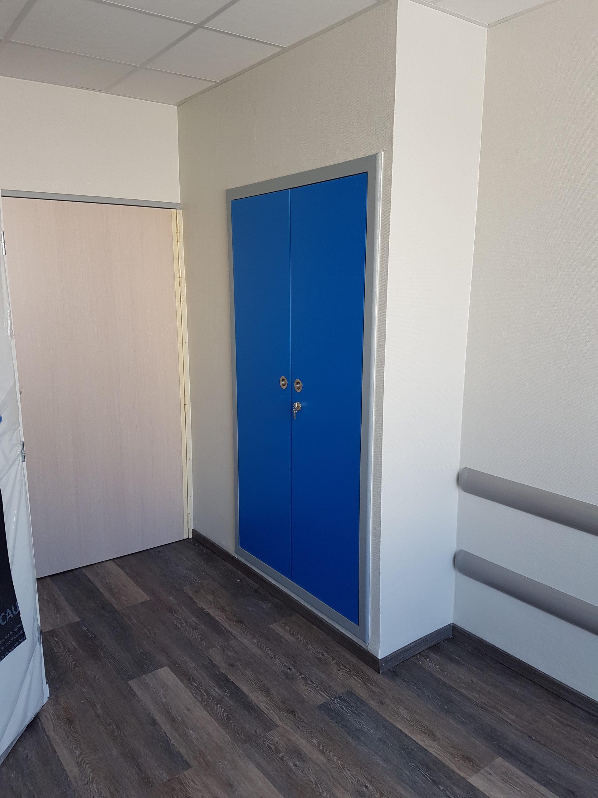 Porte de placard chambre d'hôpital
