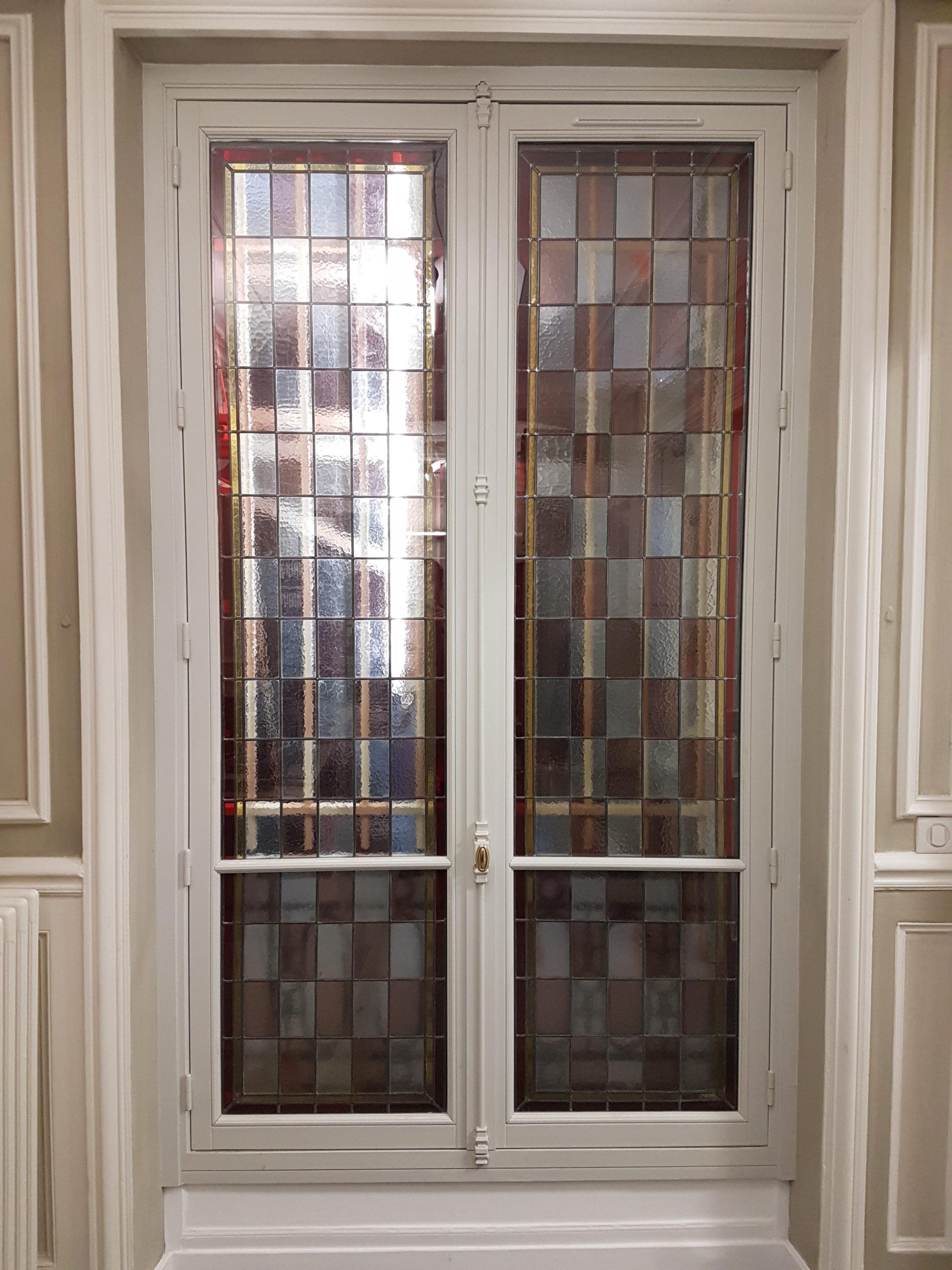 Fenêtre bois avec vitraux