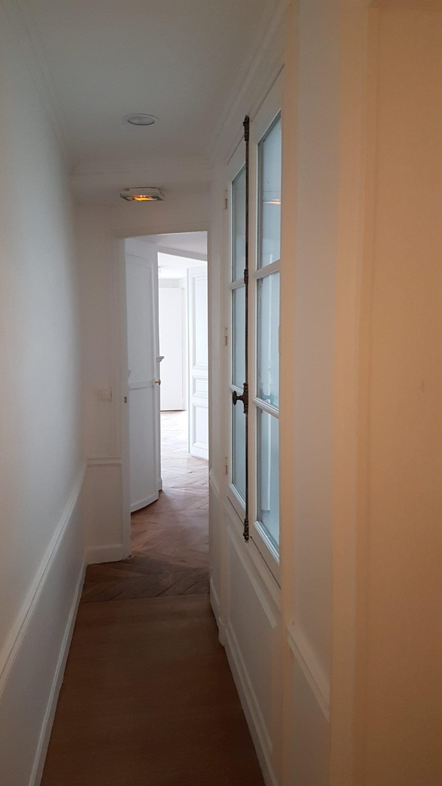 Couloir en enfilade dans un appartement