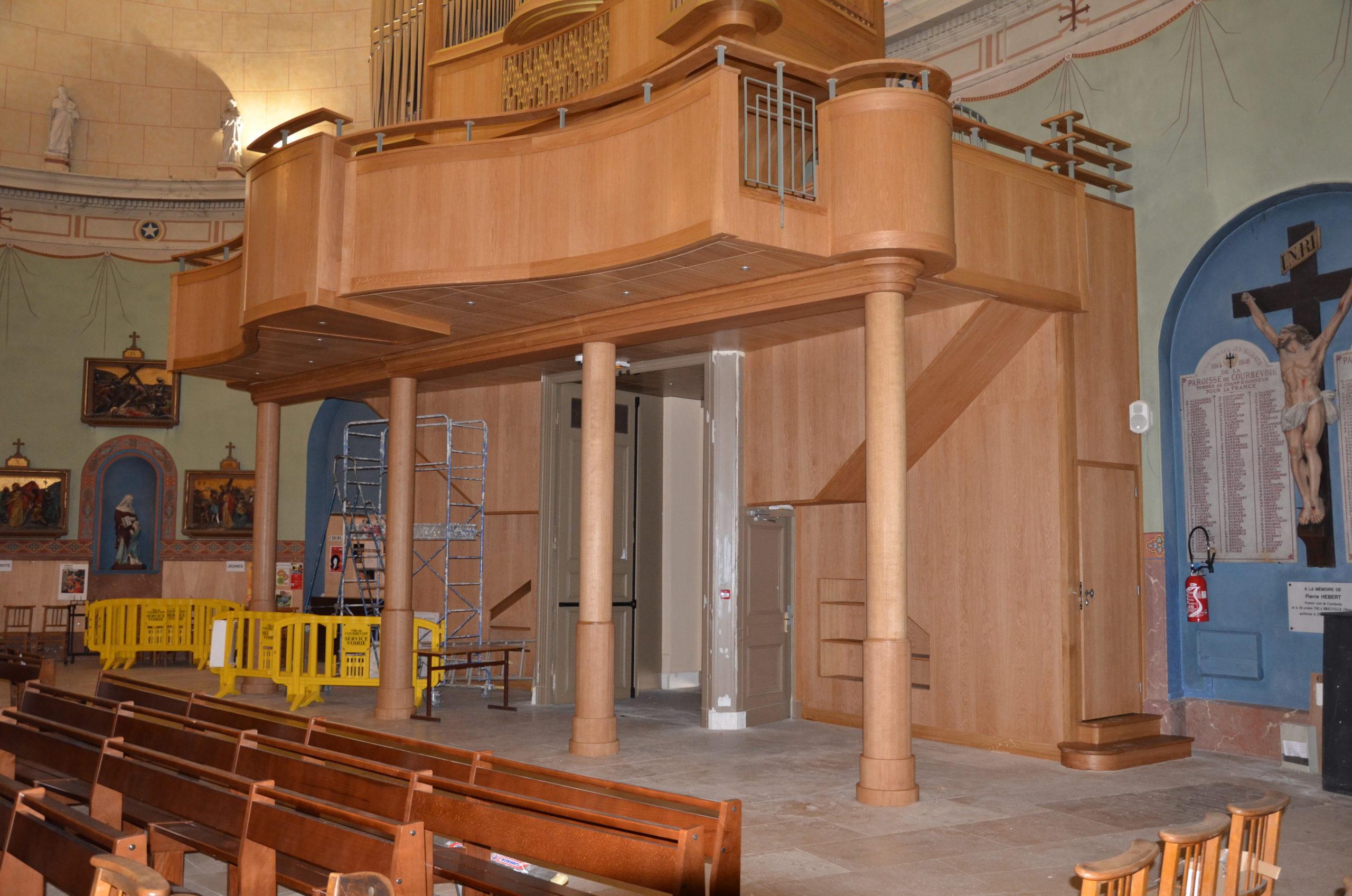 Tribune d'un orge église
