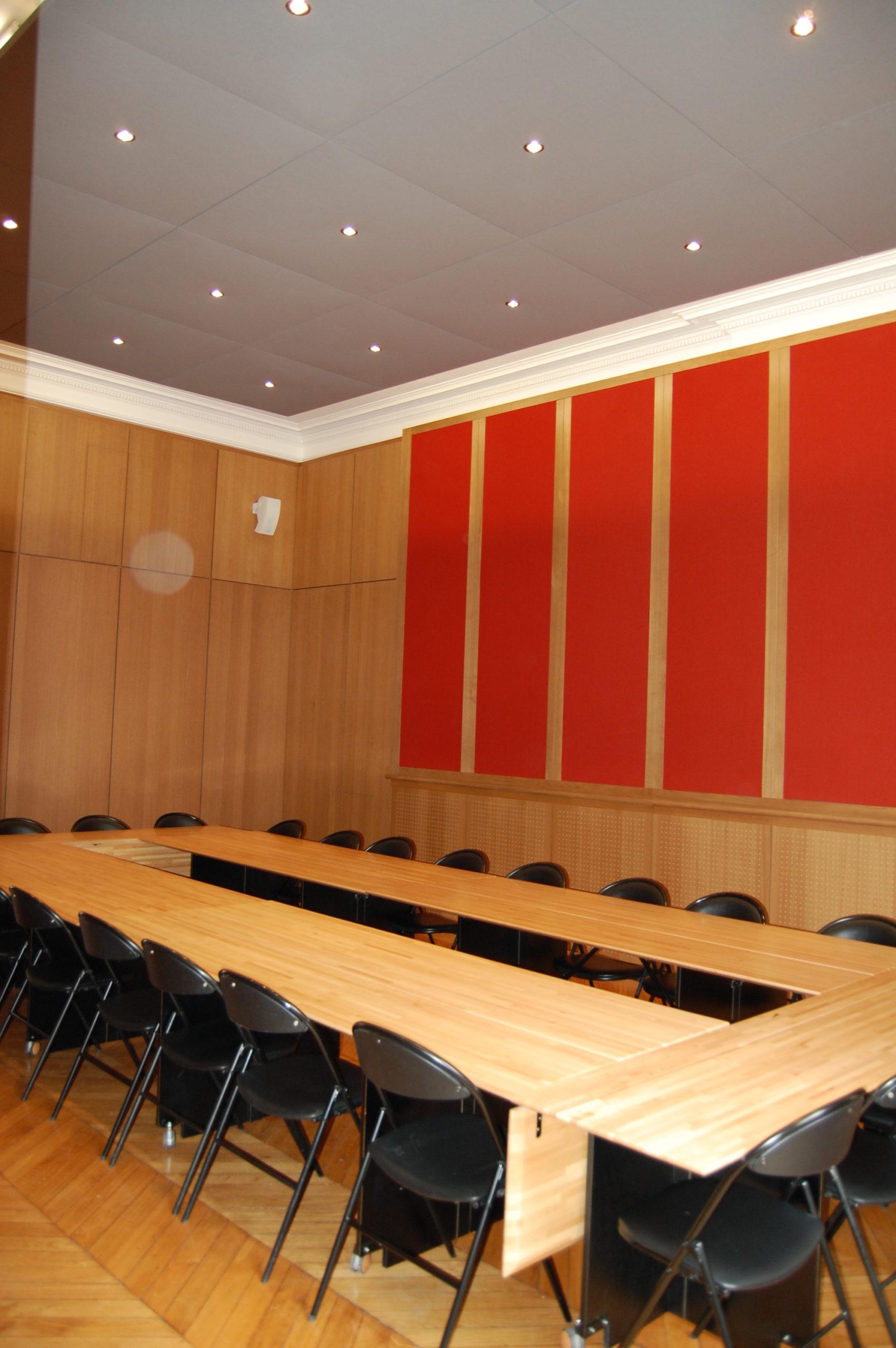 Salle de réunion avec mobilier sur mesure