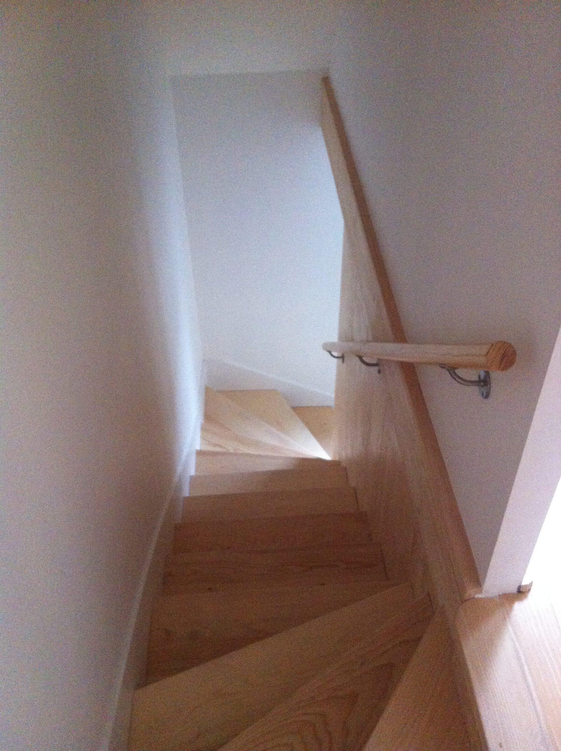 Escalier en bois avec main courante