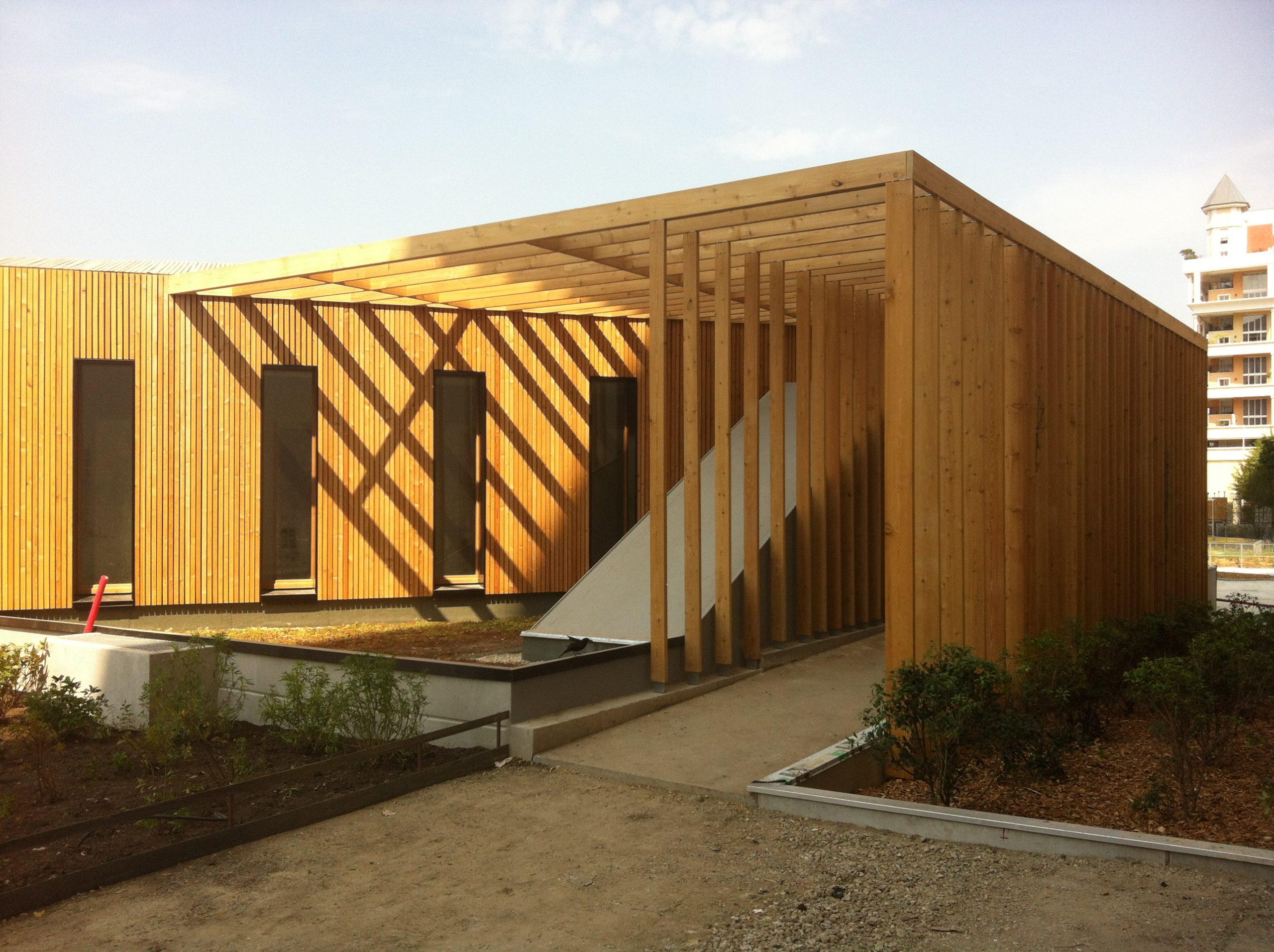 Façade d'un bâtiment bardage bois